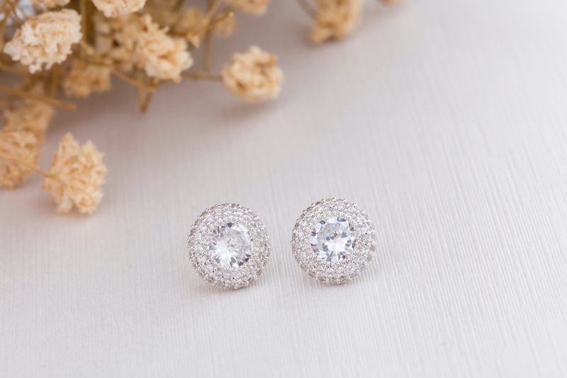 Close,Up,Of,Diamond,Earrings.,Space,For,Your,Text.